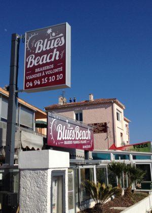 BLUES BEACH ENSEIGNE CAISSON